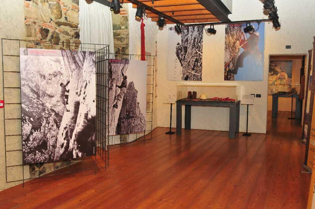 La sezione della mostra dedicata all'epoca delle grandi scalate in artificiale.
