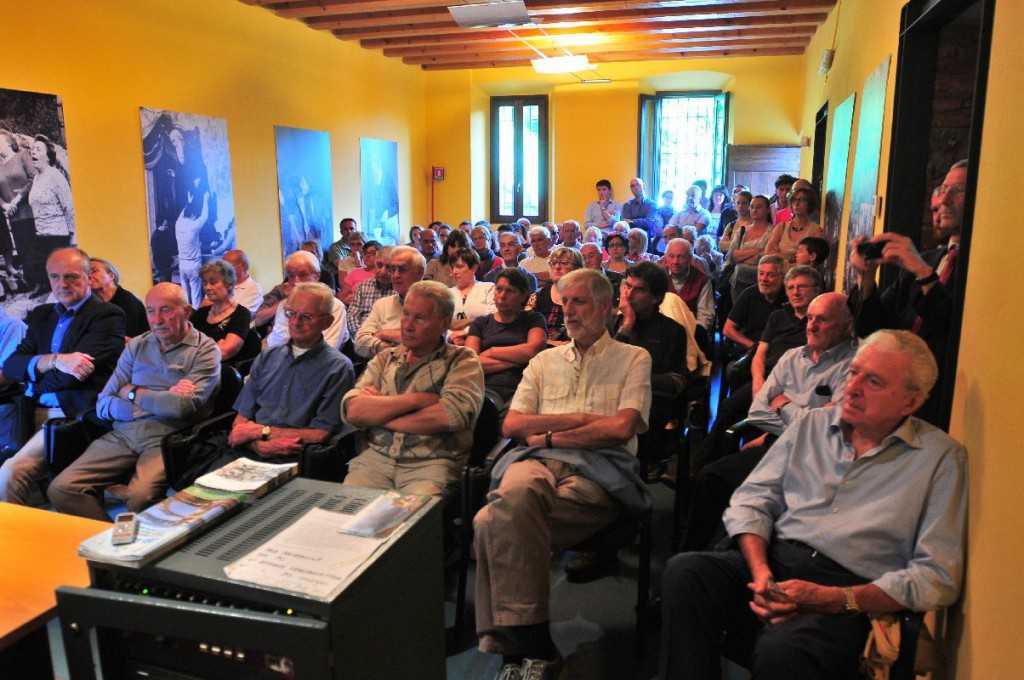 In prima fila Giuseppe Spreafico, Giovanni Ratti e Romano Perego. A destra, con la camicia azzurra, Andrea Cattaneo e Pierdavide Pennati (in prima fila).