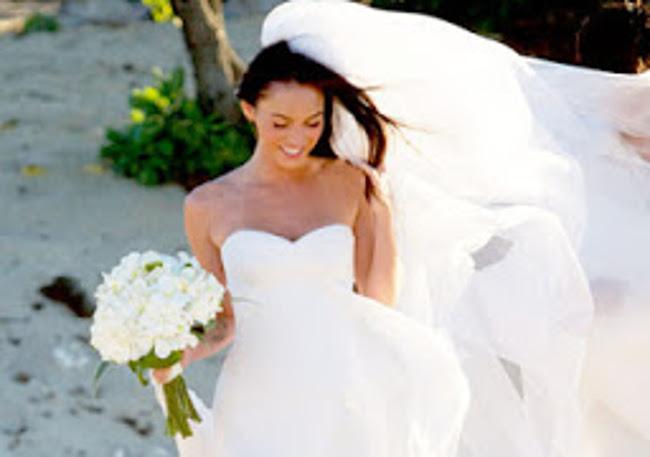 8f333d80a705 Scegliere il vestito giusto è un  impresa tutt altro che semplice. Lasciamo  perdere le smielate frasi fatte e non diciamo bugie