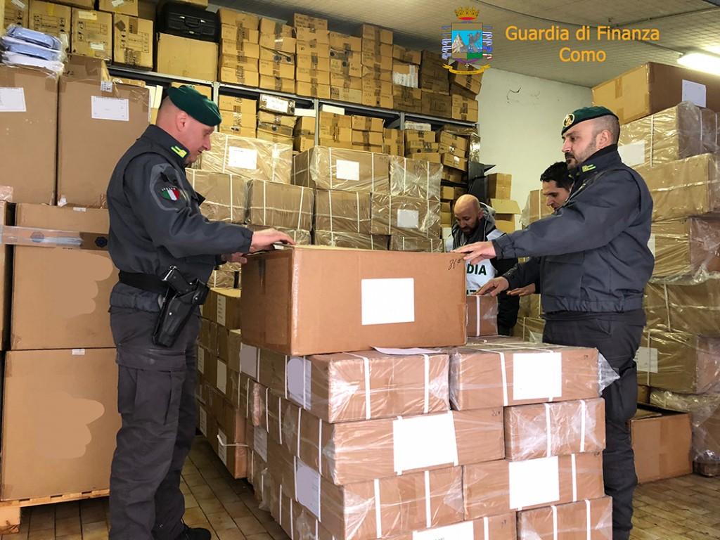 """5f9ff3b51fe4 COMO – Maxi sequestro di 165.785 capi d'abbigliamento e accessori con  marchio contraffatto """"Yves Saint Laurent"""" del valore economico di circa 25  milioni di ..."""