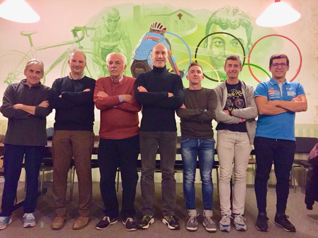 I nuovi dirigenti del bike Team Formaggilandia 2 Angelino Mauri, Francesco Ventura, Vico Gelli, Roberto Maggioni, Giacomo Tentori, Ivan Corti e Stefano Caló