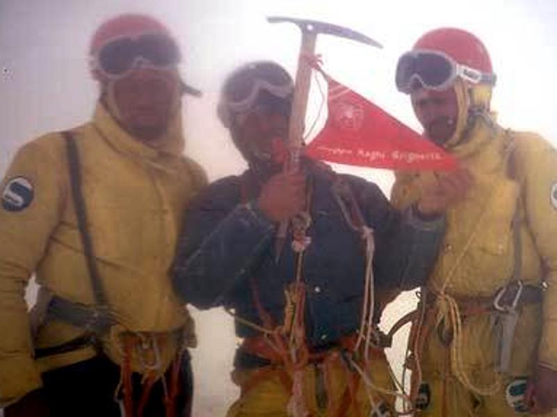 Pino Negri, Casimiro Ferrari, Mario Conti in vetta al Cerro Torre 1974 800x600