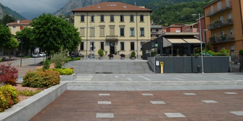 calolziocorte piazza veneto municipio