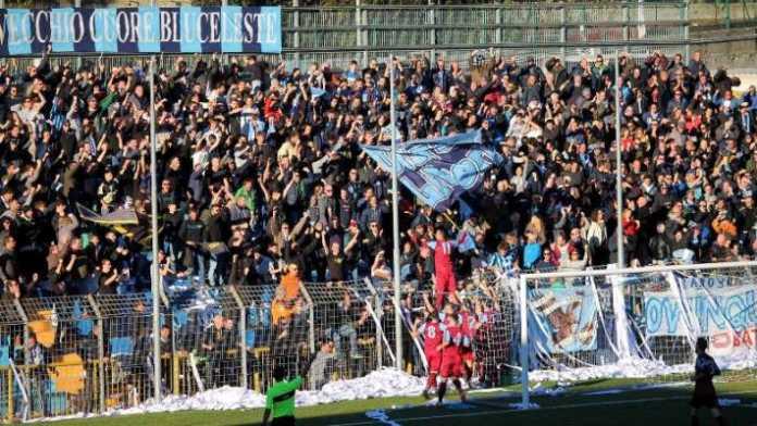 I tifosi blucelesti in occasione della partita Lecco - Sanremese (credit foto Calcio Lecco 1912)