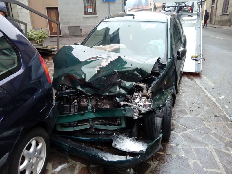 Calolziocorte incidente tre auto coinvolte