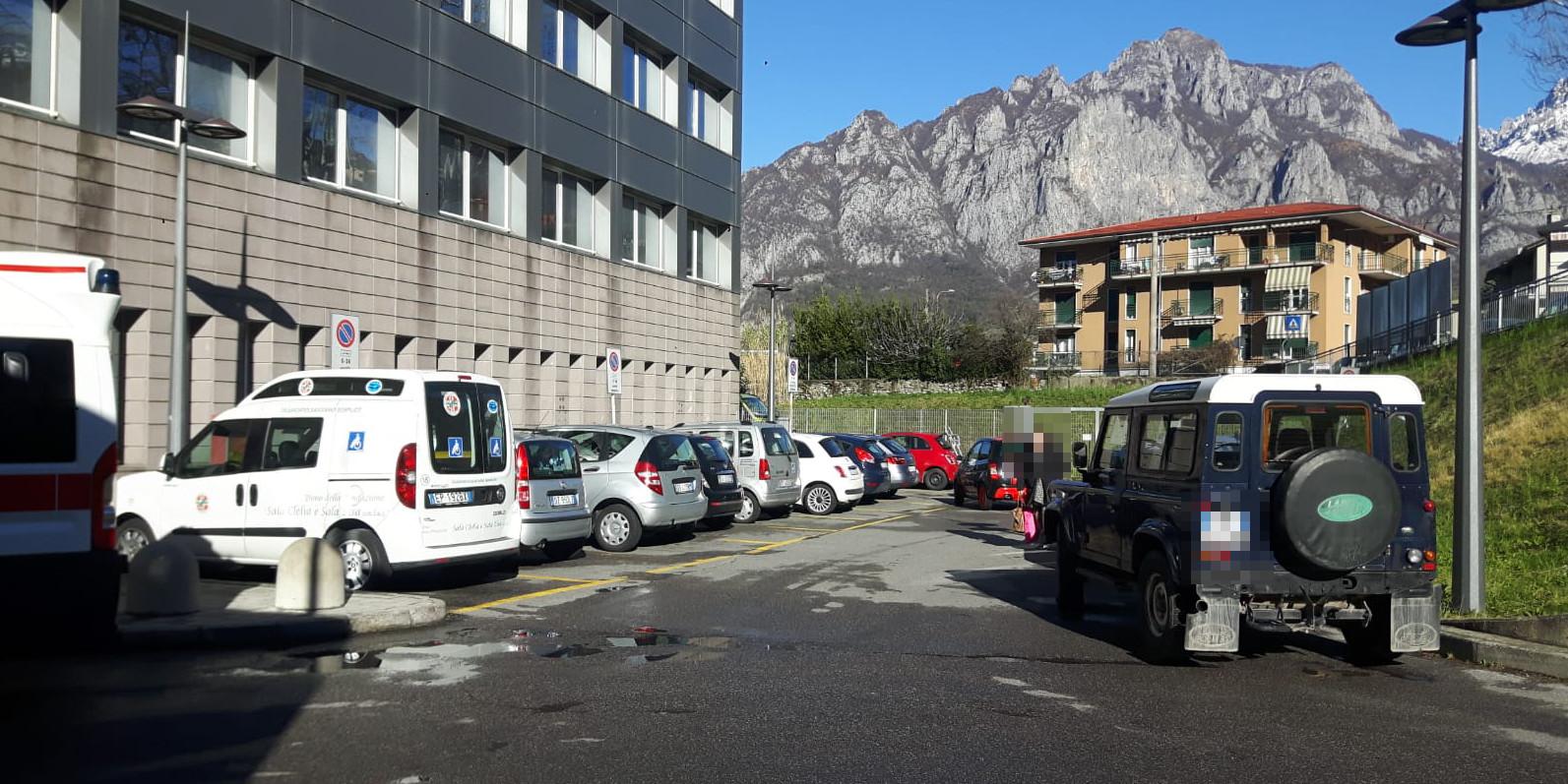 Parcheggio selvaggio al PS, l'Ospedale: