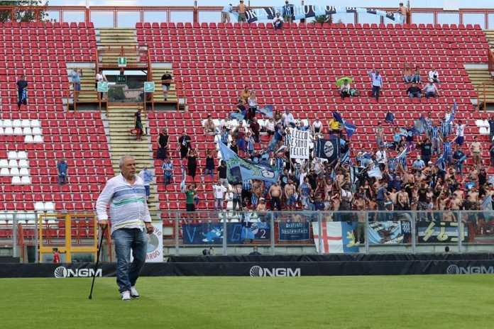 Il presidente Di Nunno e i tifosi blucelesti presenti al