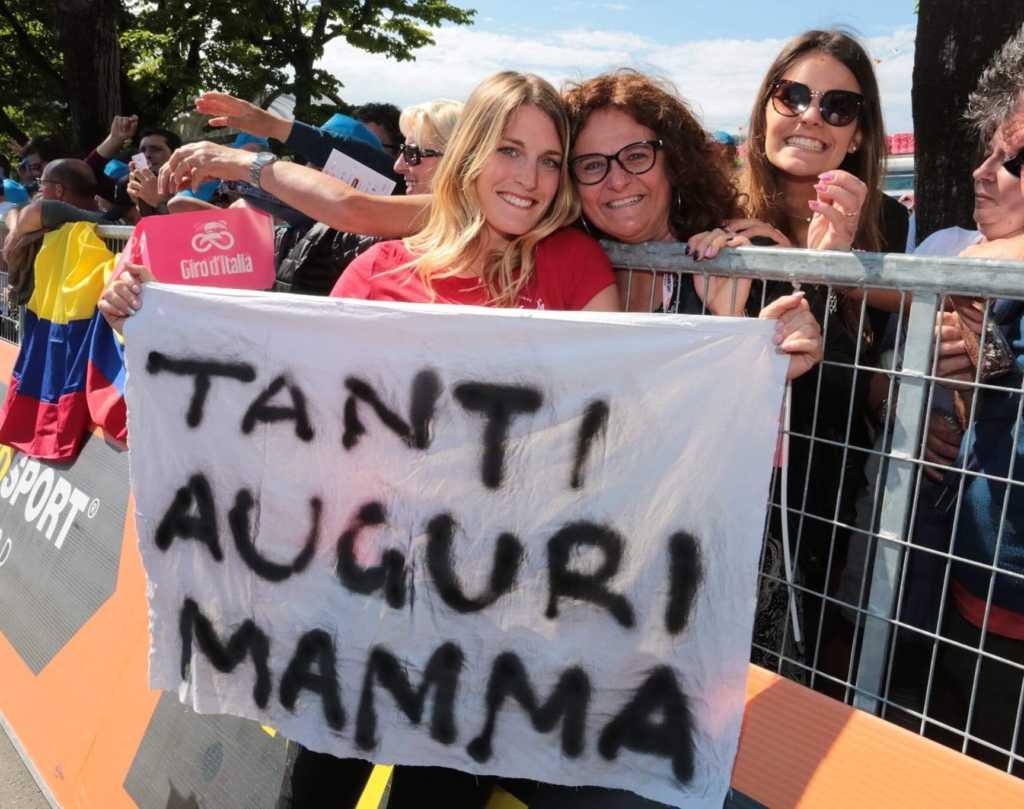 Sara con la mamma Giuliana e la sorella Elisa (foto Monguzzi)