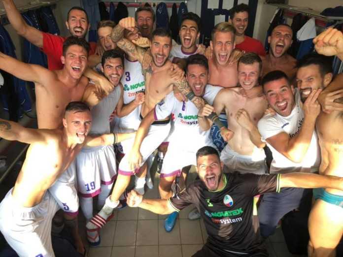 La festa nello spogliatoio a fine partita (foto tratta dalla pagina fb del NibionnOggiono)