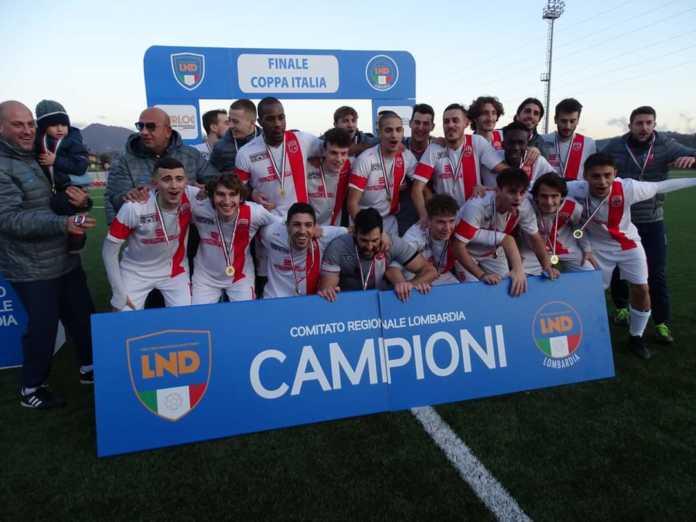 I festeggiamenti dopo la conquista della Coppa Italia d'Eccellenza lo scorso dicembre(credit foto Usd Casatese)