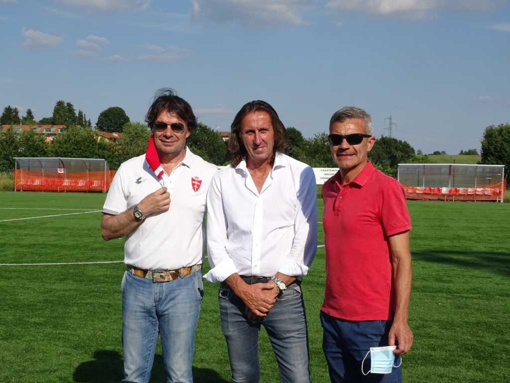 Il Presidente Sassella, al centro, con i responsabili del Monza (credit foto Usd Casatese)