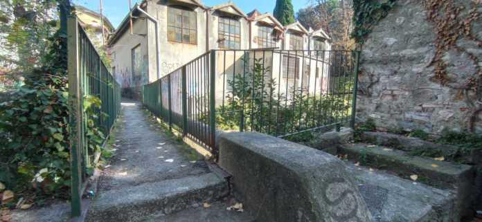 La passerella pedonale sul Gerenzone in via Galandra