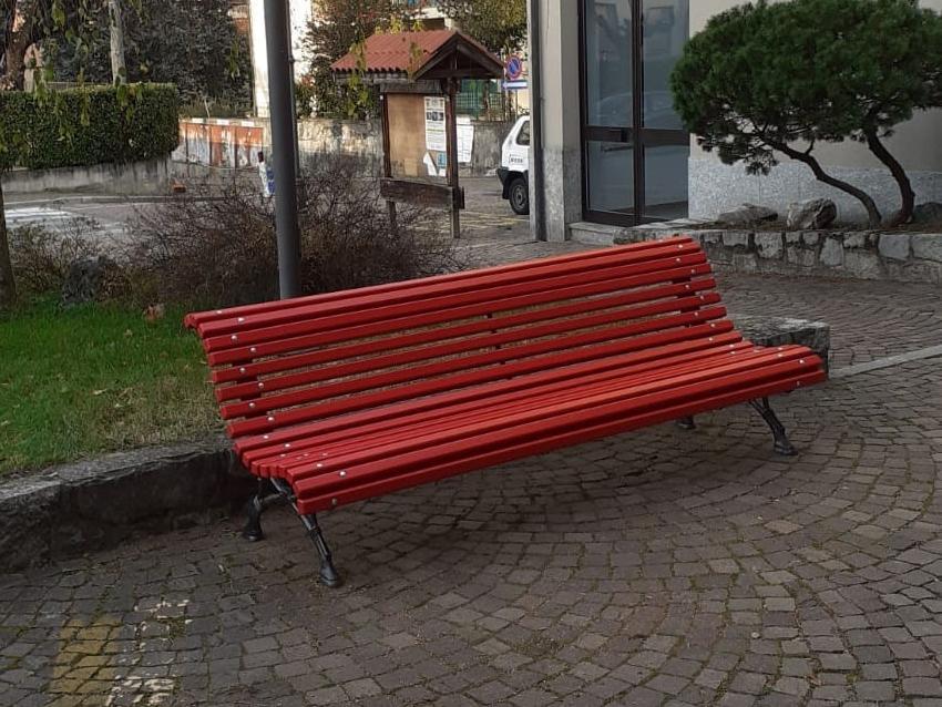 iqugd1i3jcl1tm https lecconotizie com societa mandello societa colico una panchina rossa per la giornata contro la violenza sulle donne