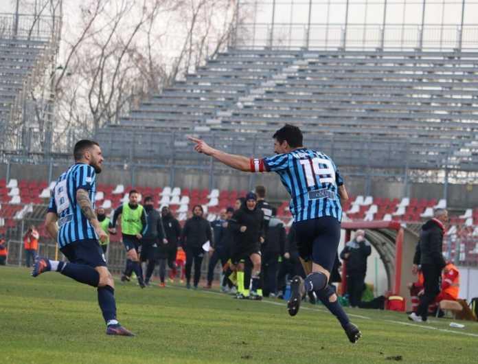 L'esultanza di capitan Merli Sala dopo il gol vittoria (credit foto Calcio Lecco 1912)