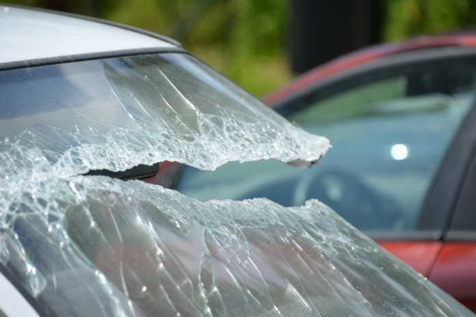 Vetro auto rotto