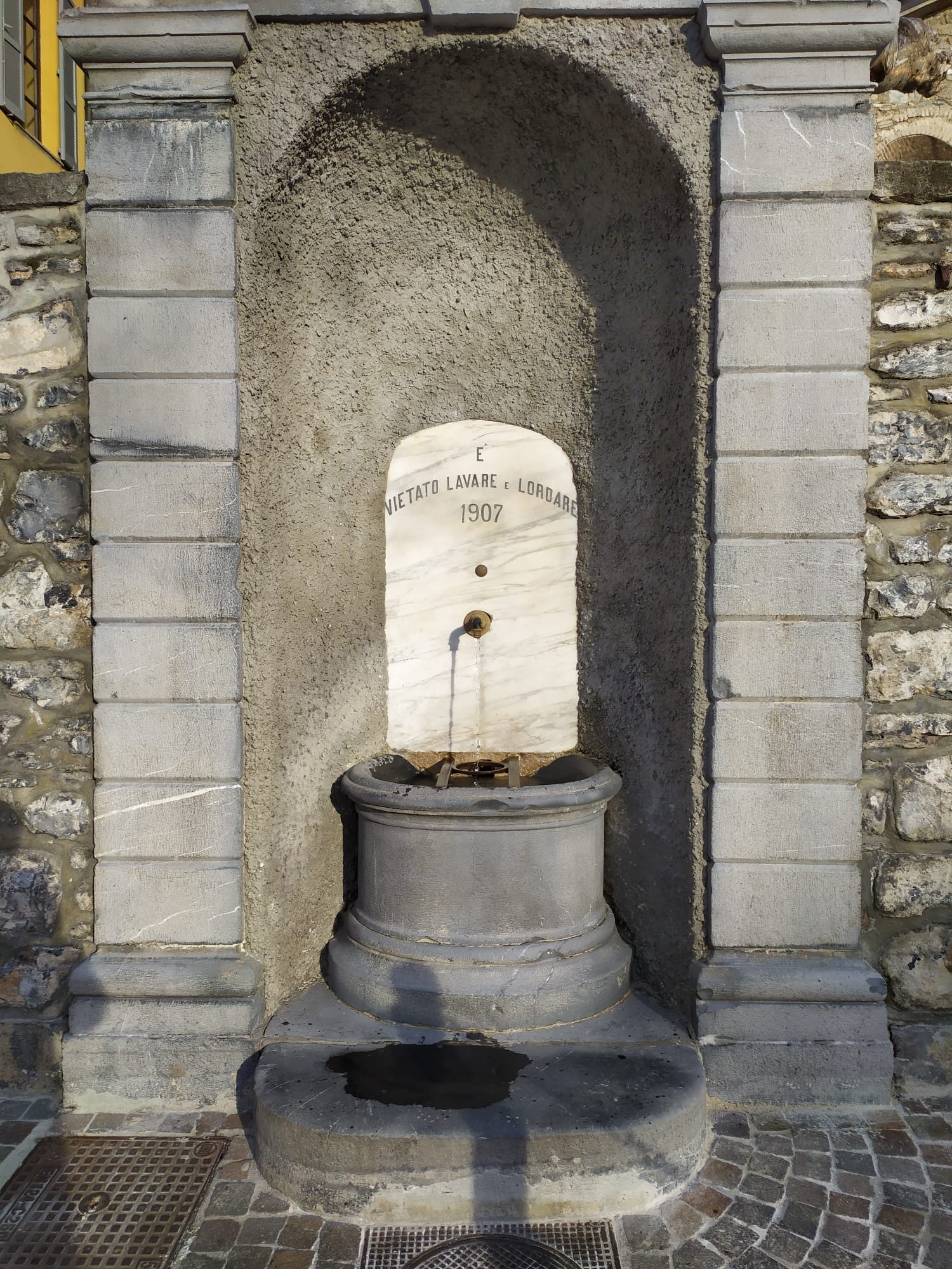fontana in Piazza S. Giorgio varenna
