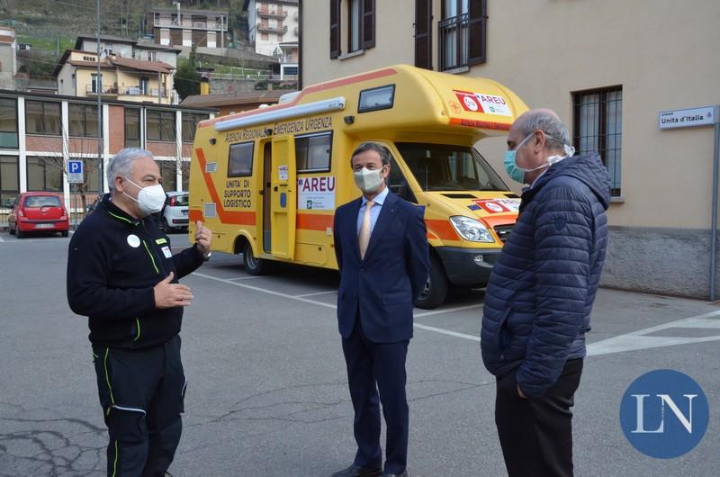 Il dottor Claudio Mare di Areu, il sindaco di Erve Giancarlo Valsecchi e il direttore generale di ATS Brianza Silvano Casazza