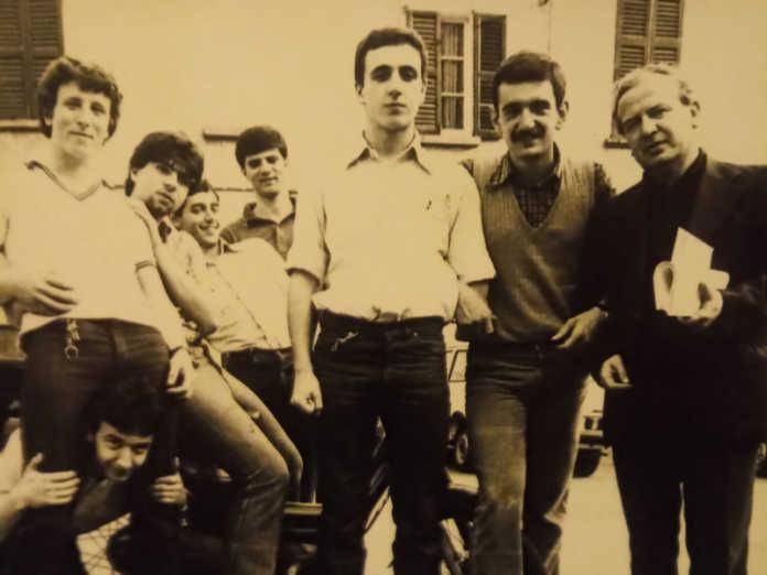 Erano gli Anni '70: Don Eugenio con gli ex ragazzi di San Giovanni