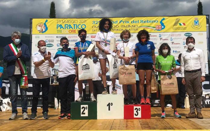 Elena Fustella sul gradino più alto del podio, a sinistra Giovanna Cavalli