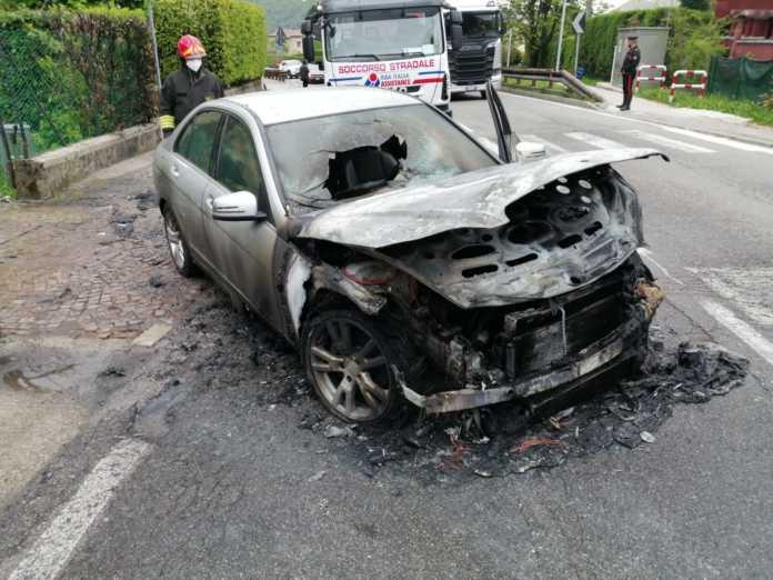 ballabio - auto incendio fiamme