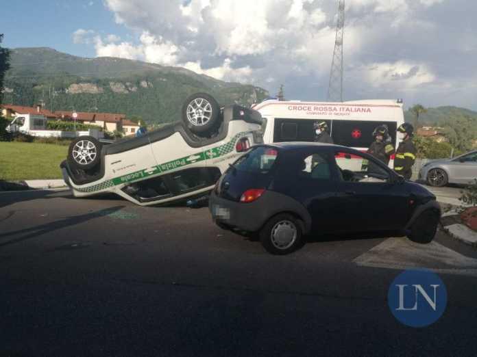 incidente airuno-auto polizia locale ribaltata