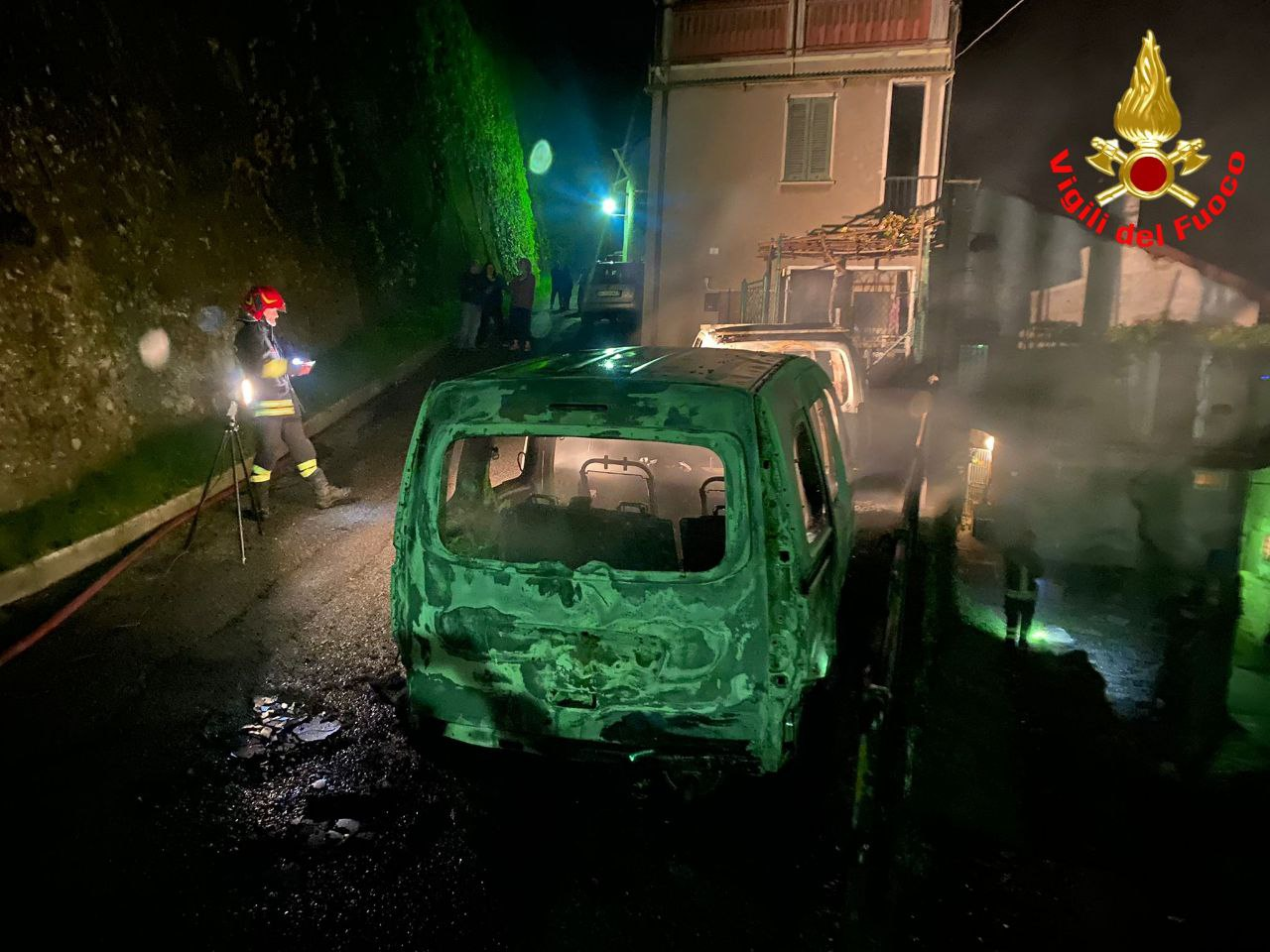 Incendio auto oliveto lario
