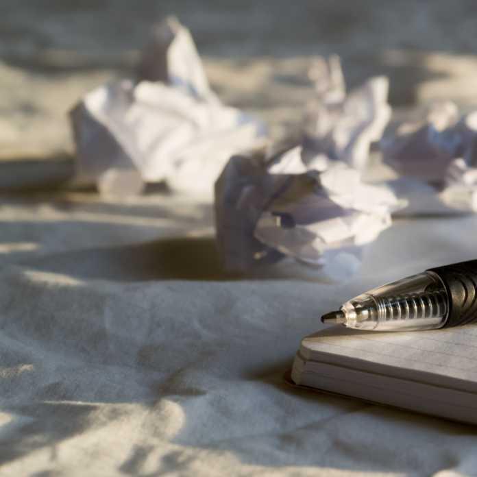 scrittura creativa fogli penna pixabay