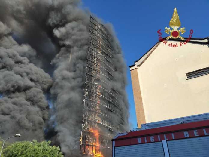 incendio grattacielo milano