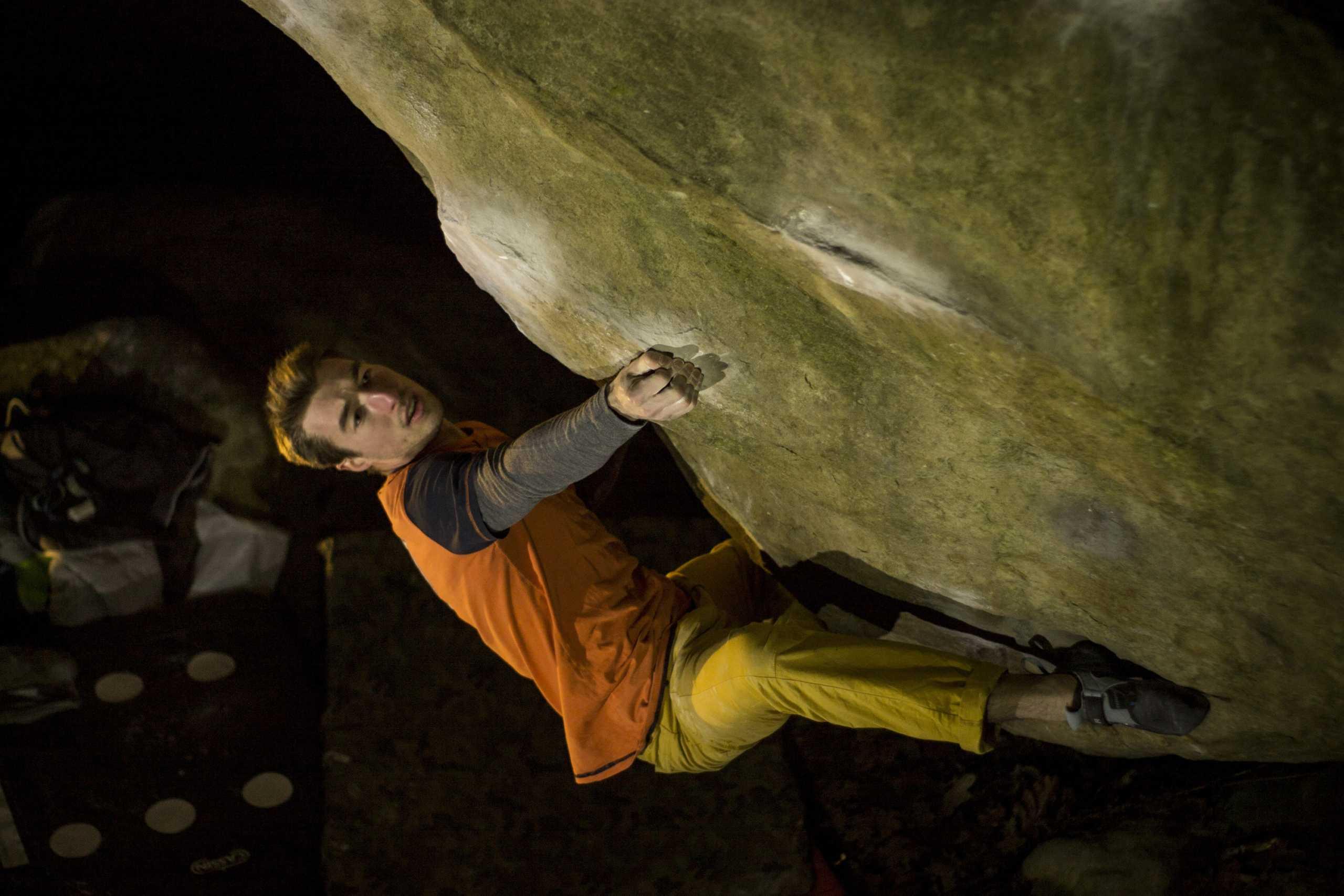 Simone Tentori su Gecko Assis 8B+ Fontainebleau