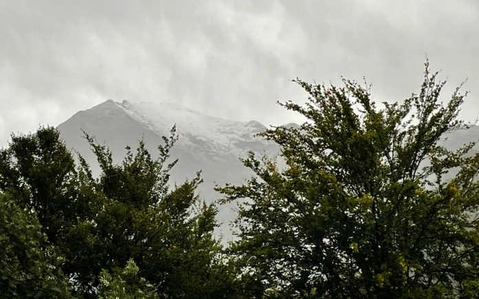 La cima del Legnone imbiancata dalla neve
