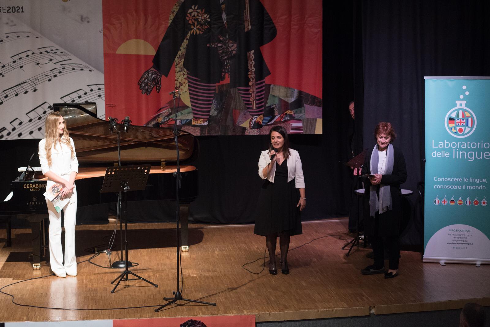Manuela Milani delal scuola di Musica san Lorenzo e Doriana Pachera assessore alla cultura del comune di Mandello del Lario
